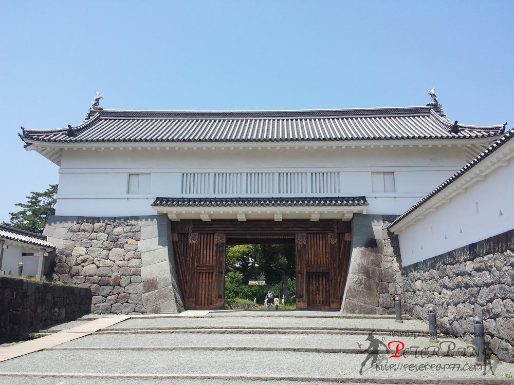 아카가네몬 銅門
