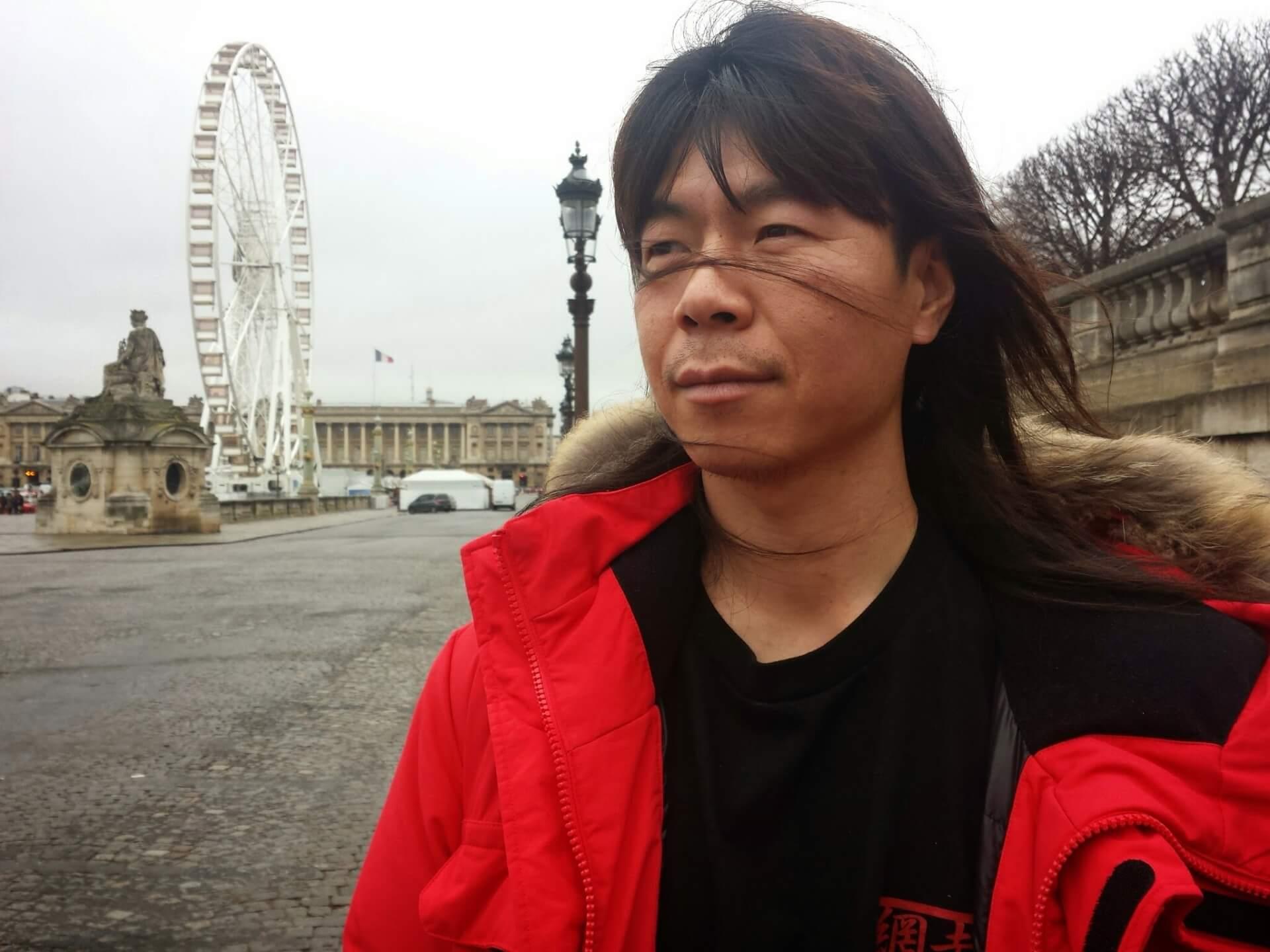 프랑스 파리 콩코르드 광장 앞에서